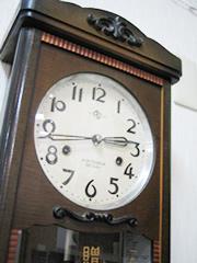 電波掛け時計・モダン掛け時計・かわいい掛け時計などタイプ別にあなたのお部屋の空間演出にぴったりな商品をたくさんご用意致しております。水滴の発生しやすい屋内プールや銭湯などの温水施設用掛け時計や、 湿気の多い脱衣所におすすめの防湿・防塵クロック、 休憩所におすすめの大きくて見やすい掛け時計など多数ご用意しております。ご紹介している種類以外にも様々な掛け時計をご用意しておりますので、是非当店まで  お問い合わせください。Tel . 054-366-0269