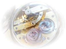 有名ブランド時計、ノンブランド時計ともに部分修理からオーバーホール(分解掃除)まで承ります。 ただし部品調達が不可能な場合があり、その場合はメーカー及び代理店への修理依頼をいたします。 お手持ちの時計の具合が、なんとなくいつもとちがう、文字盤がハッキリしない、などの不具合を 感じたらお電話・メールにて状態をご相談ください。 お手持ちの時計の様子を伺い、簡単な見積もりを立てさせていただきます。
